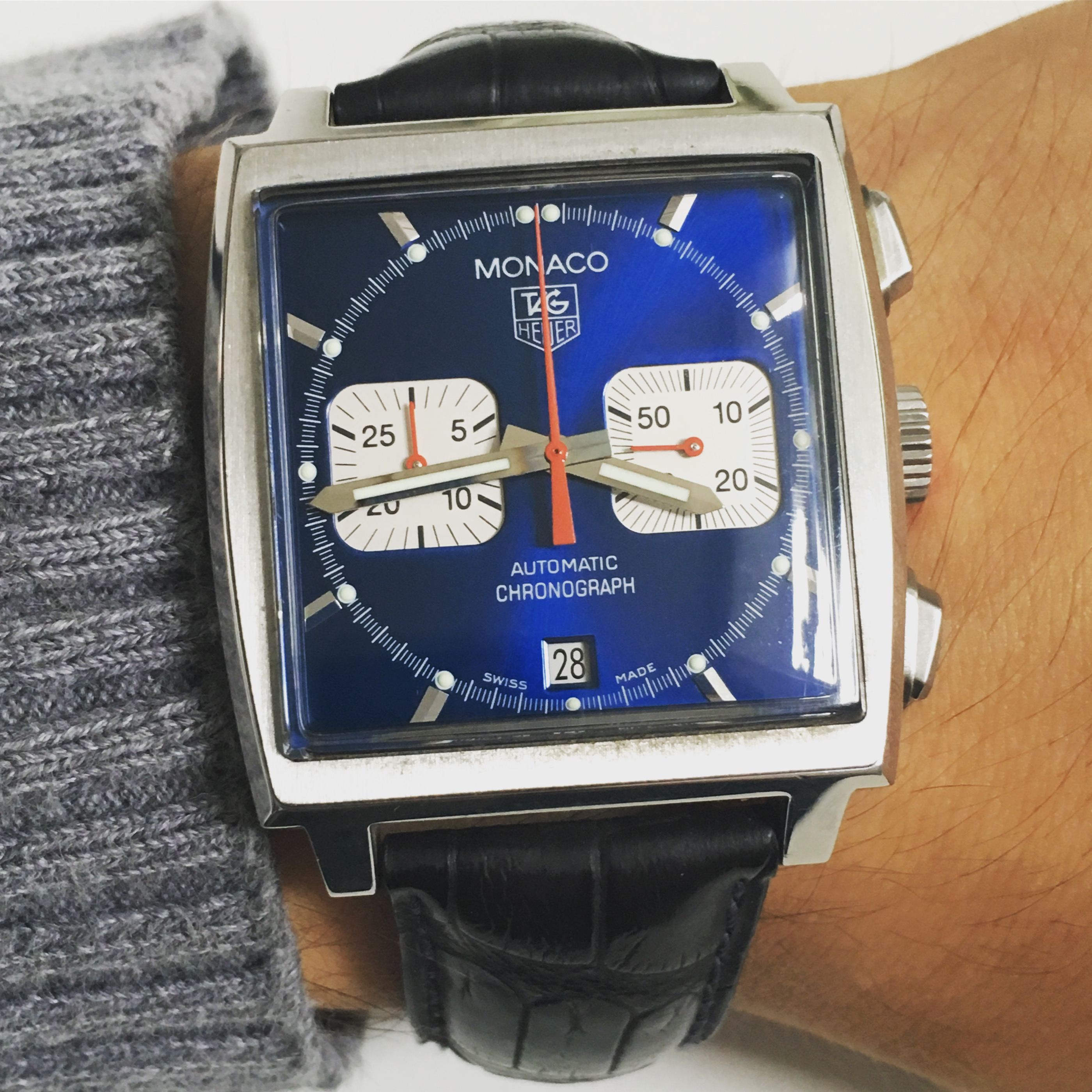hands on with tag heuer monaco cw2113 39 steve mcqueen. Black Bedroom Furniture Sets. Home Design Ideas
